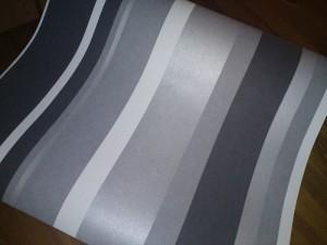 grå vit randig tapet